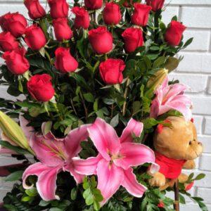 Carreta de 24 Rosas con Liliums y Peluche