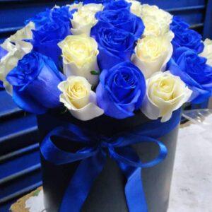 Box 24 Rosas Azules y Blancas