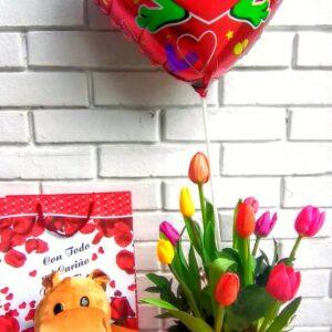 Arreglo de Tulipanes con Peluche y Globo