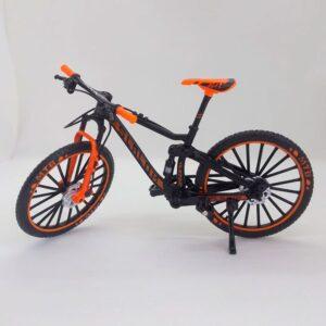 Bicicleta de montaña miniatura a escala 1:10